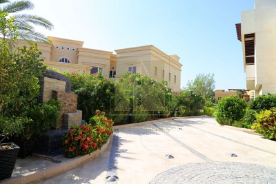 http://www.sandcastles.ae/dubai/property-for-sale/villa/emirates-hills/6-bedroom/sector-e/28/08/2015/villa-for-sale-AAP-S-2967/149732/
