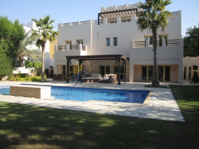 http://www.sandcastles.ae/dubai/property-for-sale/villa/the-lakes/6-bedroom/hattan/10/03/2015/villa-for-sale-NN-S-1531/137747/