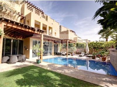 http://www.sandcastles.ae/dubai/property-for-sale/villa/the-lakes/6-bedroom/hattan-3/26/03/2015/villa-for-sale-PRE11304/139153/