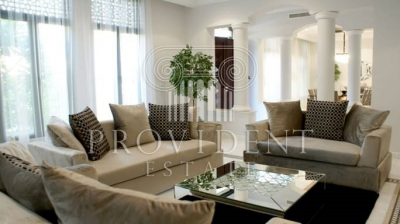 http://www.sandcastles.ae/dubai/property-for-rent/villa/palm-jumeirah/6-bedroom/signature-villa/22/11/2015/villa-for-rent-PRV-R-3016/155290/