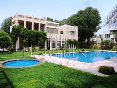 http://www.sandcastles.ae/dubai/property-for-sale/villa/emirates-hills/5-bedroom/villas/15/10/2015/villa-for-sale-PRV-S-2823/152741/